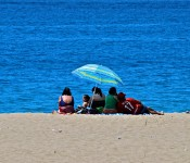 A family on the beach in Viña del Mar, Chile 2010-12-19
