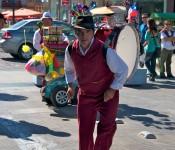 Performer on Avenida Valparaiso in Viña del Mar, Chile 2010-12-18