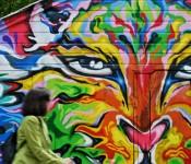 Spectacular wall on Dupont Street, Toronto 2010-09-06
