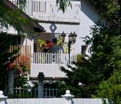 Residence along Lakeshore Drive, Dorval 2012-08