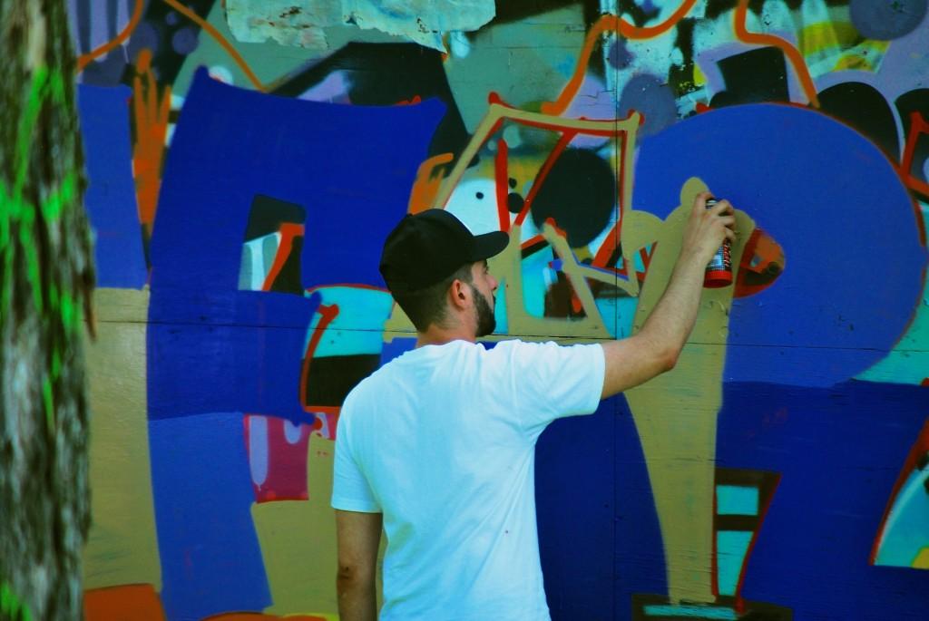 Graffiti artist in Dorval